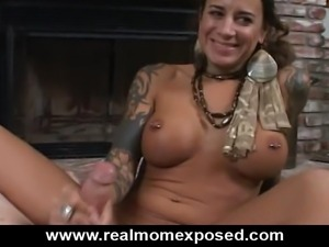 Beirut babe Mona Love shows off how well Middle Eastern MILFs can suck a...
