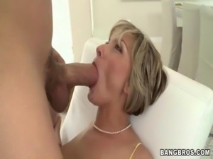 MILF screams as she gets fucked ... free