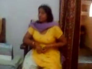 Indian sex video of an Indian aunty showing her big boobs