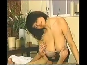 Chloe V massage free