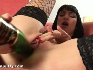 Sofia jerks off with a glass bottle