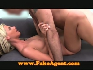 Blondie filmed fucking a fake agent