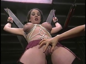 Hot bondage babe gets her pussy wedged with rope