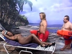 ebony slut and two lifeguards midgets