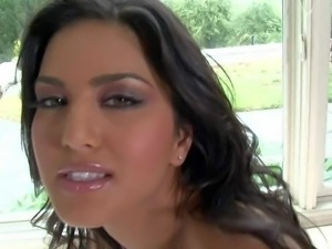 Sunny Leone is here again posing naked and rubbing her