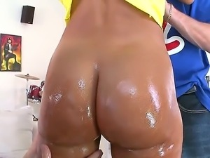 Cowgirl Lisa Ann has tits and ass to-die-for and smiles that enthralls anyone
