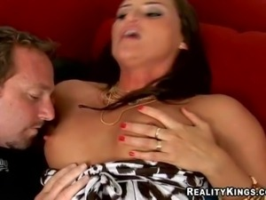 Cheep cheating tanned brunette milf with natural boobies and sexy