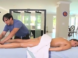 Hottie Rachel Starr enjoys more than just a simple massage along hot stud