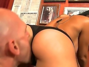 Stunning soldier girl Rachel Starr pleasures Johnny Sins with her wet mouth...