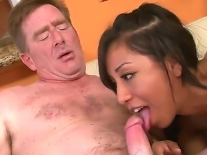 Brunette asian chick Leslie Sierra amazes with her great oral skills on this...