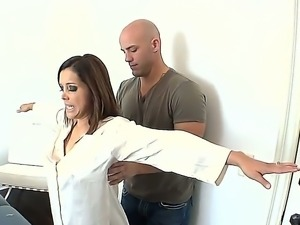Super hot and naughty milf Francesca Le wants a relaxing massage today