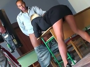 Bad ass blonde bitch Kerry Louise seduces her student into getting a young...