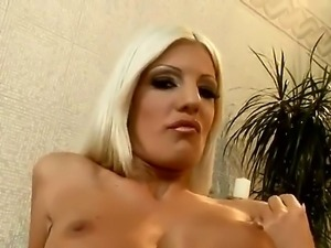 Slutty blonde chick Jessy Wynn spreads her legs and masturbates with her fingers