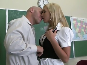 Jessica Lynn and her hard dicked fuck buddy both enjoy blowjob session