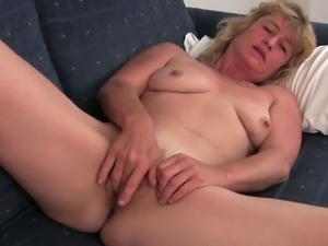 Old granny terry spreads her pussy to masturbate