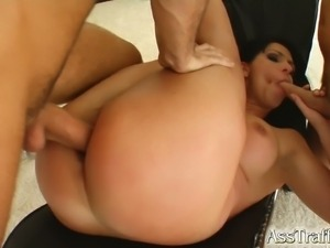 Two guys double-penetrate lisa sparkle's holes