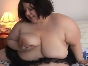 Cute and cuddly plumper shows off her lovely large boobs and fat juicy pussy