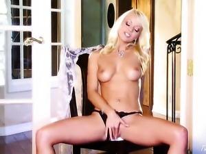 Jana Cova cant live a day without toying her hole