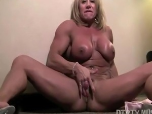 Bodybuilder Li�l Doll starts your bedroom virtual session in a pink...