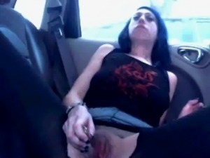 Slut's Daring Wank in back of her Car !