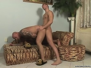 Win Soldier fucks Devil's eager hole bareback doggy style