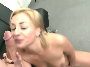 Flamboyant blonde slut Lexi Swallow gives Peter North brilliant blowjob