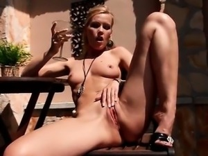 Hot blonde babe goes crazy finger
