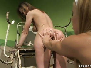 Blonde Nikky Thorne and Melissa Sweet stretch each others pussy with enthusiasm