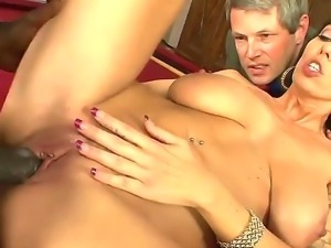 Dark haired cuckold Alia Janine with perfectly shaped body and big natural...