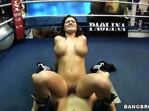 Austin Kincaid with round booty shows off her assets while giving handjob