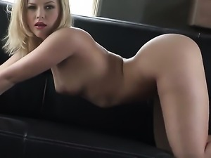 Alexis Texas loses control after sticking fingers in her bush