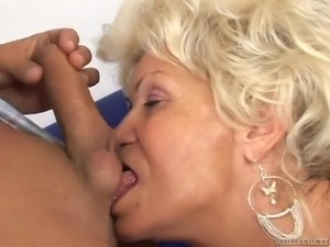 granny on high heels wants to get fucked