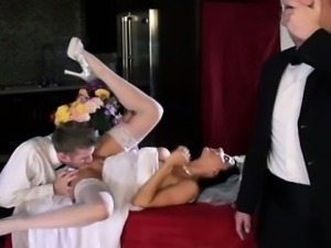 Real raven bride getting oralsex by her lucky groom