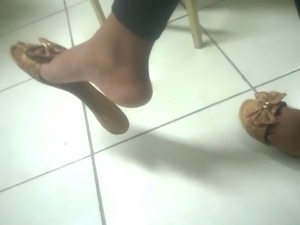 Candid dangling ebony foot in college faceshot - Feet 38