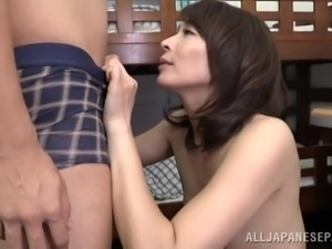 mature japanese milf gets fingered in her hairy twat