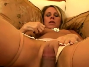 Classy mature housewife sucks like a slut