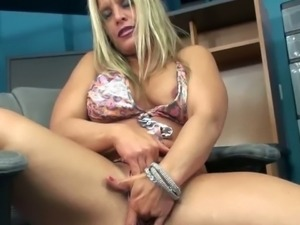 Skylar Rae plays with her mature cunt