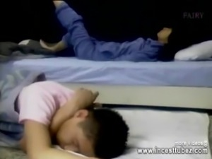 Brother and Sister She doesn't want to Sleep yet - incesttubez.com free