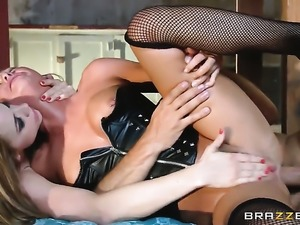 Prettied up tart Chanel Preston takes Keiran Lees meat pole in her deadeye
