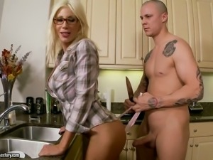 Housewife in sexy glasses Puma Swede guzzles big hose in the kitchen
