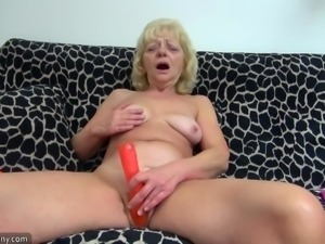Well aged mature ladies and milf moms great lesbian collection