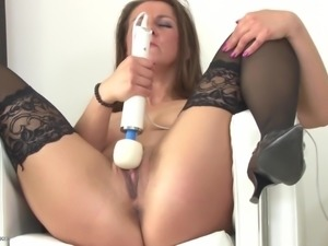 Real hot mom bating with hitachi sex toy