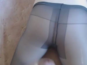 Cumshot on pantyhose and ass