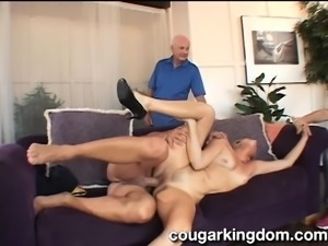 Mature housewife reveals her oral talents and enjoys a deep drilling
