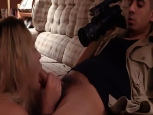 Blonde teen Goldie Rush rushing blowjob service with abusive nympho ma