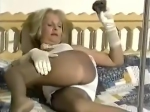 GRANNY NYLON FETISH WANK