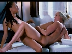 Brandi Love loves eating pussy and she knows how to scissor
