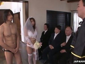 Naughty bride Mirei Oomori gives her fiance a perfect BJ on the wedding