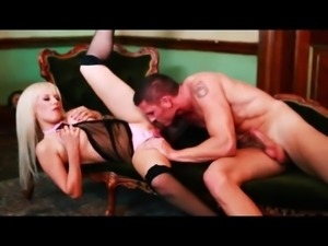 Perfect blonde Syren Sexton enjoys sex