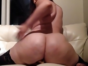 Sexy camgirl hot body big booty Bella